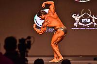SÃO PAULO,SP - 21.04.2017 - ARNOLD-CLASSIC - Competidor, durante prova de bodybuilding, categoria até 70kg, no evento Arnold Classic South America, realizado no Transamérica Expo Center, zona sul de São Paulo (SP), na manhã desta sexta-feira, 21. O Arnold Classic faz sua estreia em São Paulo, após quatro anos no Rio de Janeiro, com números superlativos. (Foto: Eduardo Carmim/Brazil Photo Press)
