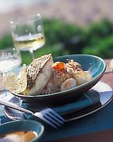 """Europe/France/Poitou-Charentes/17/Charente-Maritime/La Rochelle : Bar rôti à l'unilatéral, risotto à la tomate confite - Recette de Richard Coutanceau du restaurant """"Coutanceau"""""""