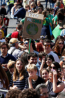 Banners keep me cool<br /> Rome April 19th 2019. Fridays for Future Climate Strike in Rome, Piazza del Popolo.<br /> photo di Samantha Zucchi/Insidefoto
