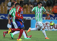 MEDELLIN -COLOMBIA-14-03-2014:  Atletico Nacional  y Deportivo Pasto  en partido por la Onceava fecha de la Liga Postobon I 2014 en el estadio Atanasio Girardot de la ciudad de Medellin.  / Atletico Nacional  and Deportivo Pasto during a match for the eleventh  date of the Liga Postobon I 2014 at the Atanasio Girardot  stadium in Medellin city. Photo: VizzorImage  / Luis Rios  / Str.