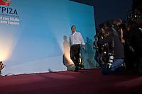 Elezioni in Grecia. Manifestazione finale di Syriza prima delle elezioni legislative, 14 giugno a Atene in piazza Omonia il leader del partito Alexis Tsipras entra in scena sul palco e si fa fotografare.