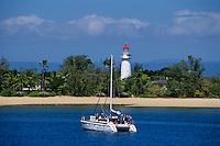 Océanie/Australie/Queensland/Env de Port Douglas/Grande Barrière de Corail/les Iles Douglas: les Iles Low, leur phare et voilier