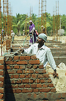 INDIA Tamil Nadu, Nagapattinam, village Vilundamavadi, house building project for Tsunami victims / INDIEN Tamil Nadu, Nagapattinam, Fischerdorf Vilundamavadi, Hausbau Projekt der NGO DPG fuer Tsunami Opfer