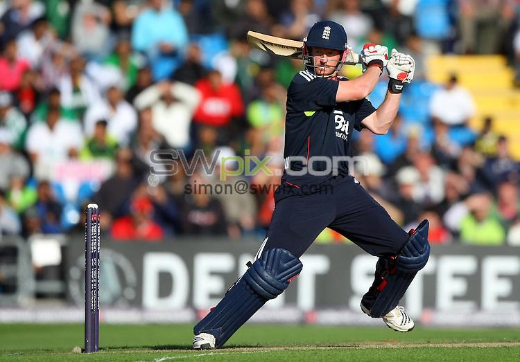 PICTURE BY VAUGHN RIDLEY/SWPIX.COM - Cricket - Natwest Series - England v Pakistan, 2nd ODI - Headingley, Leeds, England - 12/09/10...Copyright - Simon Wilkinson - 07811267706...England's Paul Collingwood.