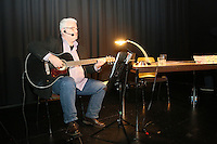 10.12.2015: Kibler liest und singt im Kulurcafe Gross-Gerau