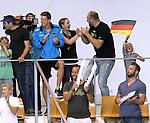 21.08.2014, Sprung und Schwimmhalle, Berlin, GER, 32. LEN European Swimming Championschip 2014, Springen, , im Bild Freundin von Harting, Alexandra Swiridenko, Robert Harting<br /> <br />               <br /> Foto &copy; nordphoto /  Engler