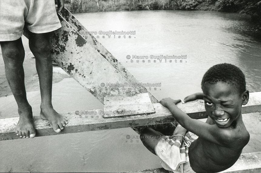 studi sulla malaria - Università di Cali e il villaggio di Buenaventura gruppo di bambini