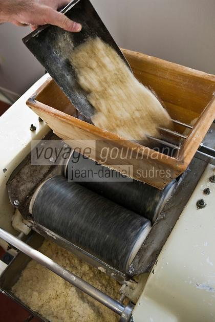 Europe/France/Aquitaine/64/Pyrénées-Atlantiques/Pays Basque/Saint-Jean-de-Luz: Fabrication des macarons chez Adam- Préparation de la poudre d'amandes