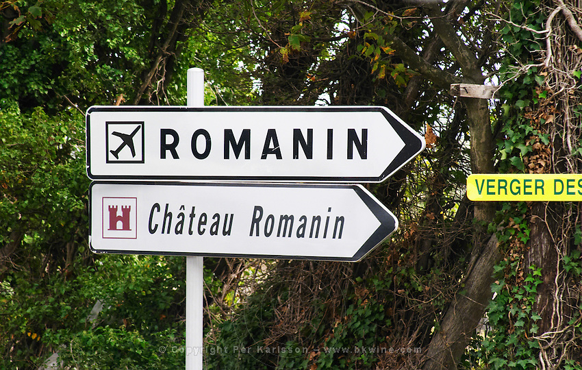 Road sign pointing to the Romanin airport air field and chateau Romanin. Chateau Romanin, Saint Remy de Provence, Bouches du Rhone, Provence, France, Europe