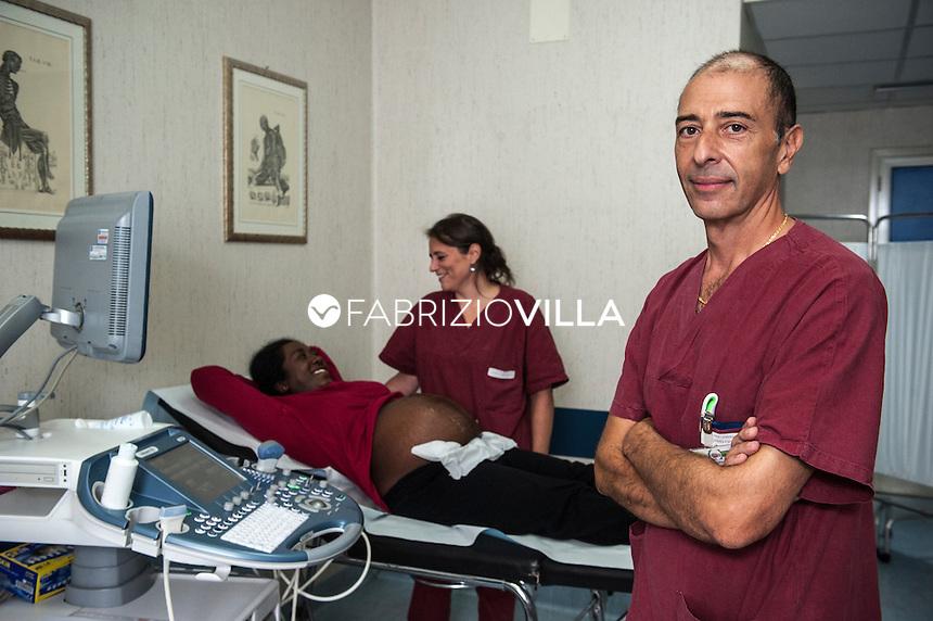 Catania 10.10.2013.<br /> Il dott Fabio Guardal&agrave;, ginecologo, durante un esame ecografico nell'ambulatorio ginecologico solidale dell'ospedale Cannizzaro di Catania.