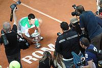 Esultanza di Novak Djokovic. Celebration with the trophy.<br /> Roma 18-05-2014 Foro Italico, finale del singolare maschile degli  Internazionali d'Italia di Tennis. Foto Antonietta Baldassarre / Insidefoto