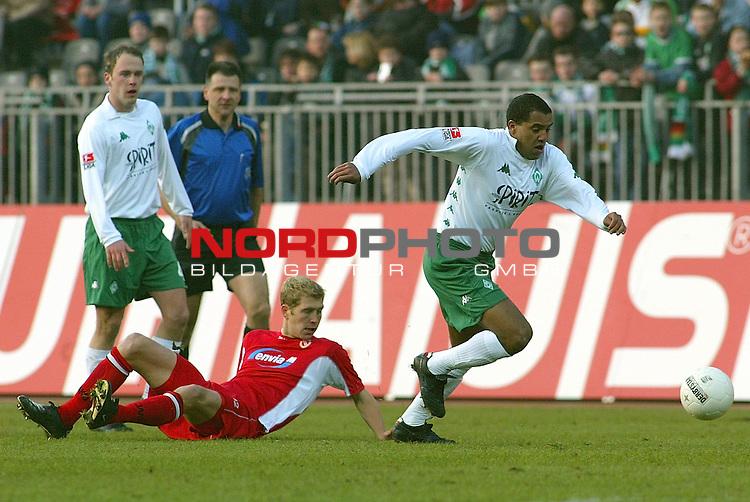 BL 2002/2003 - 22. Spieltag<br /> SV Werder Bremen vs Energie Cottbus 0:1<br /> Kugelblitz Ailton konnte sich einmal durchsetzen, ansonsten blieb er blass<br /> <br /> Foto &copy; nordphoto <br />  *** Local Caption *** Foto ist honorarpflichtig! zzgl. gesetzl. MwSt.<br />  Belegexemplar erforderlich<br /> Adresse: nordphoto<br /> Georg-Reinke-Strasse 1<br /> 49377 Vechta