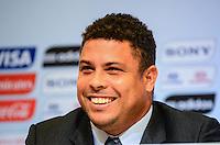 RIO DE JANEIRO, RJ, 30 AGOSTO 2012-FIFA-ENTREVISTA COLETIVA- Ronaldo, membro do COL, na entrevista coletiva realizada pelo Comitê Organizador Local (COL) da Copa do Mundo da FIFA 2014, posterior à reunião de Diretoria do COL, no dia 30 de agosto de 2012, no Rio de Janeiro, no Hotel Windsor, na Barra da Tijuca, zona oeste do Rio de Janeiro.(FOTO:MARCELO FONSECA/BRAZIL PHOTO PRESS).