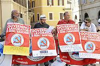 Roma,11 Agosto 2011.Piazza Montecitorio.Manifestazione del partito comunista dei lavoratori davanti il Parlamento durante l'informativa di Tremonti sulla manovra economica.Marco Ferrando