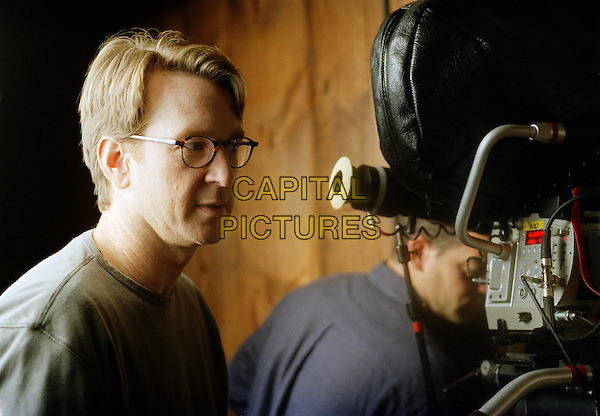 CREW.on the set of Secret Window.Filmstill - Editorial Use Only.CAP/AWFF.supplied by Capital Pictures
