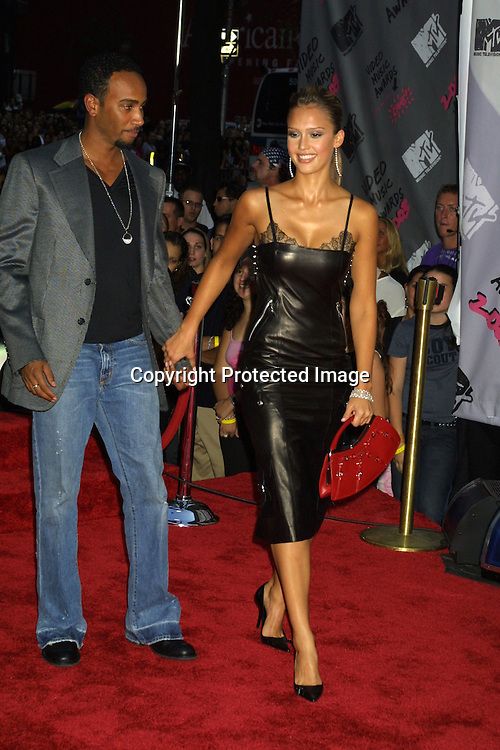 ©2003 ARIEL RAMEREZ / HUTCHINS PHOTO.MTV MUSIC VIDEO AWARDS.RADIO CITY MUSIC HALL.AUGUST 28, 2003.NEW YORK, NY, USA.JESSICA ALBA AND DATE