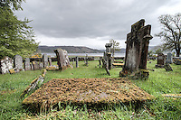 Der Lochcarron Old Burial Grund-Friedhof am Loch Carron in der Ortschaft Lochcarron in den North West Highlands.<br /> 24.5.2015, Lochcarron, Highlands/Schottland<br /> HDR-Bild!<br /> Copyright: Christian-Ditsch.de<br /> [Inhaltsveraendernde Manipulation des Fotos nur nach ausdruecklicher Genehmigung des Fotografen. Vereinbarungen ueber Abtretung von Persoenlichkeitsrechten/Model Release der abgebildeten Person/Personen liegen nicht vor. NO MODEL RELEASE! Nur fuer Redaktionelle Zwecke. Don't publish without copyright Christian-Ditsch.de, Veroeffentlichung nur mit Fotografennennung, sowie gegen Honorar, MwSt. und Beleg. Konto: I N G - D i B a, IBAN DE58500105175400192269, BIC INGDDEFFXXX, Kontakt: post@christian-ditsch.de<br /> Bei der Bearbeitung der Dateiinformationen darf die Urheberkennzeichnung in den EXIF- und  IPTC-Daten nicht entfernt werden, diese sind in digitalen Medien nach &sect;95c UrhG rechtlich geschuetzt. Der Urhebervermerk wird gemaess &sect;13 UrhG verlangt.]