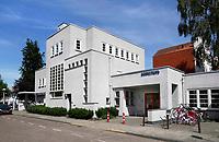 Nederland  Amsterdam - 2017. Betondorp. Buurthuis het Brinkhuis.  Betondorp is een buurt in het Amsterdamse stadsdeel Oost. De buurt werd als tuindorp gebouwd in de Watergraafsmeer tussen 1923 en 1925 als Tuindorp Watergraafsmeer. Doordat voor het eerst veel beton werd toegepast bij de bouw van de woningen, ging het in de volksmond al snel Betondorp heten.Johan Cruijff is in deze buurt geboren.   Foto Berlinda van Dam / Hollandse Hoogte