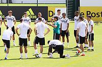 Bundestrainer Joachim Loew (Deutschland Germany) spricht vor dem Training zu seiner Mannschaft - 01.06.2018: Training der Deutschen Nationalmannschaft zur WM-Vorbereitung in der Sportzone Rungg in Eppan/Südtirol