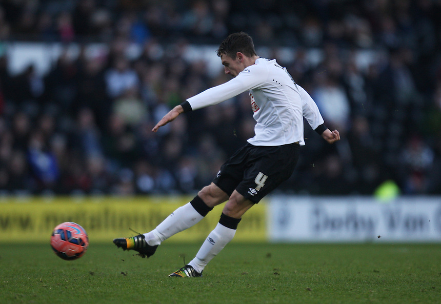 Derby County's Craig Bryson shoots at goal<br /> <br /> Photographer Jack Phillips/CameraSport<br /> <br /> Football - FA Challenge Cup Third Round - Derby County v Southport - Saturday 3rd January 2015 - iPro Stadium - Derby<br /> <br />  &copy; CameraSport - 43 Linden Ave. Countesthorpe. Leicester. England. LE8 5PG - Tel: +44 (0) 116 277 4147 - admin@camerasport.com - www.camerasport.com