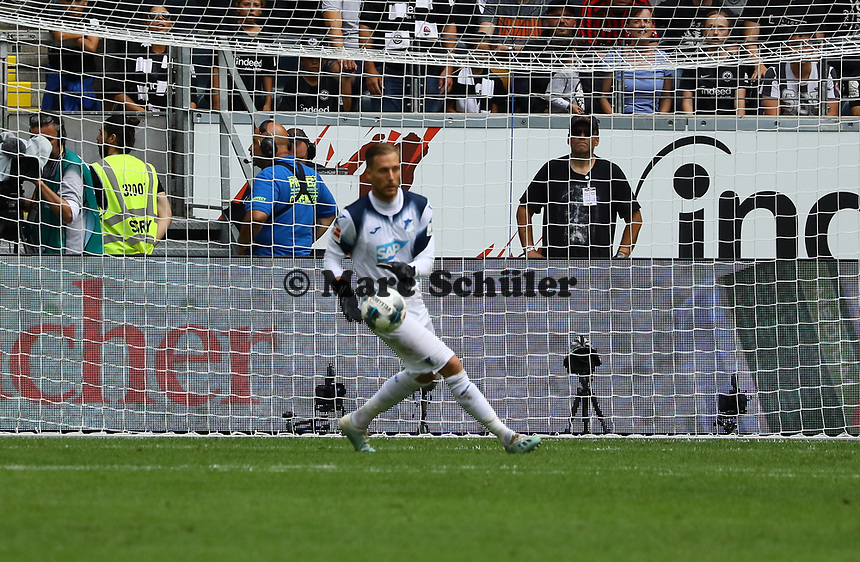 Torwart Oliver Baumann (TSG 1899 Hoffenheim) - 18.08.2019: Eintracht Frankfurt vs. TSG 1899 Hoffenheim, Commerzbank Arena, 1. Spieltag Saison 2019/20 DISCLAIMER: DFL regulations prohibit any use of photographs as image sequences and/or quasi-video.