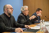 """Die Rechtsanwaelte Gerhart Baum, FDP-Bundesminister a. D., Dr. Timo Gansel, Fachanwalt fuer Bank- und Kapitalmarktrecht und Mediator und Prof. Dr. Julius Reiter, Fachanwalt fuer Bank- und Kapitalmarktrecht informieren am Donnerstag den 12. April 2018 in Berlin ueber ihre Schritte zur Durchsetzung moeglicher Schadensersatzansprueche von Kaeufern von VW-Diesel Fahrzeugen vor. Die Kanzleien """"baum reiter & collegen"""" in Duesseldorf und """"Gansel Rechtsanwaelte"""" in Berlin wollen gemeinsam als alleinige deutsche Vertreter der """"Stichting Volkswagen Car Claim"""" ca. 12.000 Klagen von Kaeufern von VW-Diesel Fahrzeugen gegen VW fuehren.<br /> Im Bild vlnr.: Dr. Timo Gansel, Gerhart Baum, Prof. Dr. Julius Reiter.<br /> 12.4.2018, Berlin<br /> Copyright: Christian-Ditsch.de<br /> [Inhaltsveraendernde Manipulation des Fotos nur nach ausdruecklicher Genehmigung des Fotografen. Vereinbarungen ueber Abtretung von Persoenlichkeitsrechten/Model Release der abgebildeten Person/Personen liegen nicht vor. NO MODEL RELEASE! Nur fuer Redaktionelle Zwecke. Don't publish without copyright Christian-Ditsch.de, Veroeffentlichung nur mit Fotografennennung, sowie gegen Honorar, MwSt. und Beleg. Konto: I N G - D i B a, IBAN DE58500105175400192269, BIC INGDDEFFXXX, Kontakt: post@christian-ditsch.de<br /> Bei der Bearbeitung der Dateiinformationen darf die Urheberkennzeichnung in den EXIF- und  IPTC-Daten nicht entfernt werden, diese sind in digitalen Medien nach §95c UrhG rechtlich geschuetzt. Der Urhebervermerk wird gemaess §13 UrhG verlangt.]"""