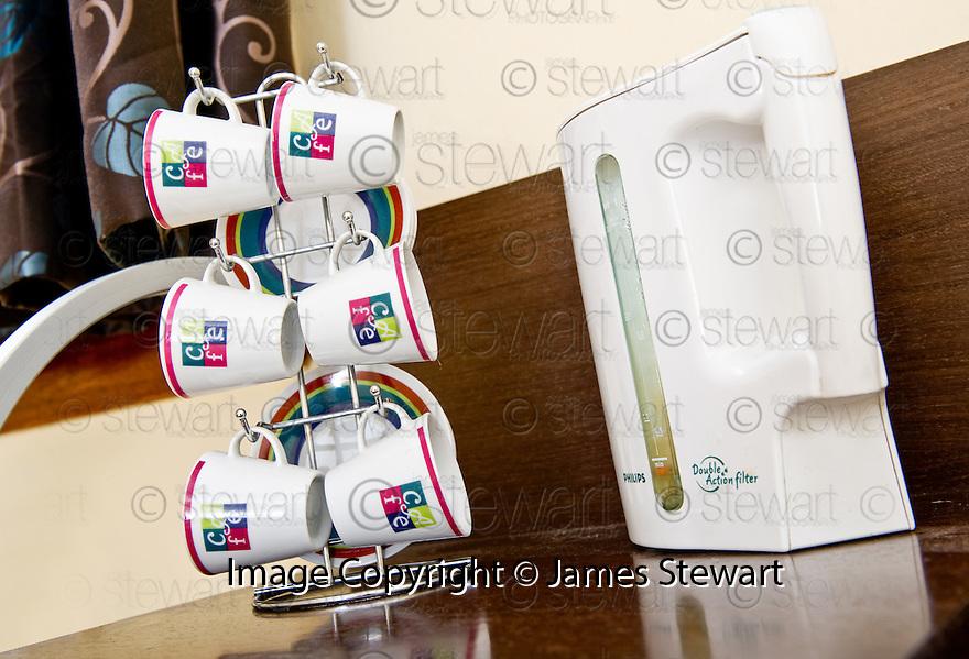 05/08/2010   Copyright  Pic : James Stewart.007_bridge_inn  .::  BRIDGE INN TILLICOULTRY :: BEDROOM ::.