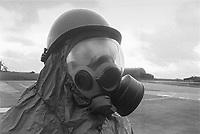 - U.S. Air Force technical staff during an NBC exercise (June 1985)....- base aerea USA di Spangdhalem, personale tecnico dell'US Air Force durante una esercitazione NBC (giugno 1985)