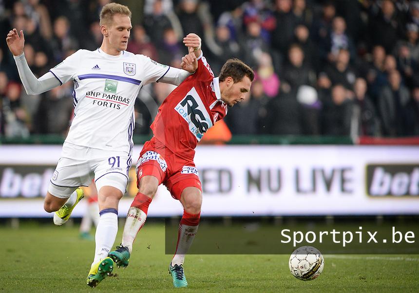 KV Kortrijk - RSC Anderlecht : duel tussen Lukasz Teodorczyk (links) en Birger Verstraete (r)<br /> Foto David Catry   VDB   Bart Vandenbroucke