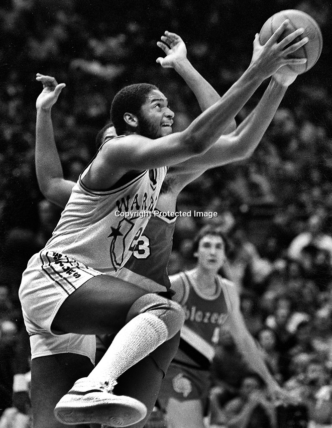 Golden State Warriors Joe Barry Carroll against the Portland Trailblazers. (1982 photo/Ron Riesterer)