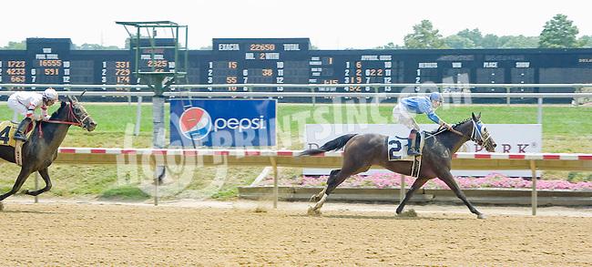 Run Mommy Run winning at Delaware Park on 7/16/12