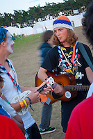 Some scouts are playing Guitar colse to autumn village. Photo: André Jörg/ Scouterna
