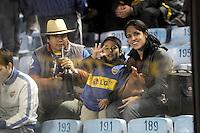 BUENOS AIRES, ARGENTINA, 27 JUNHO 2012 - FINAL LIBERTADORES - BOCA JUNIORS X CORINTHIANS - Torcedores do Boca Juniors no Estadio Alberto Jacinto Armando (La Bombonera) onde logo mais acontece a partida final da Taca Libertadores da America entre Boca Juniors x Corinthians, nesta quarta-feira. 27. (FOTO: JUANI RONCORONI / BRAZIL PHOTO PRESS)