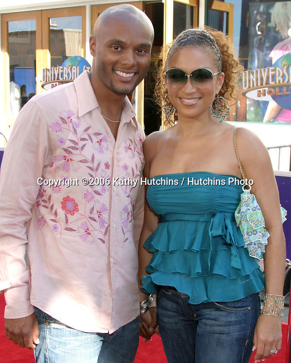 """Kenny Latimore & Chante Moore.""""The Fast & The Furious:  Tokyo Drift""""  Premiere.Universal City Walk.Los Angeles, CA.June 4, 2006.©2006 Kathy Hutchins / Hutchins Photo...."""