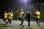 Les Notre Dame s'entraînent sur le terrain de football synthétique dans la cité de La Viste (15è)