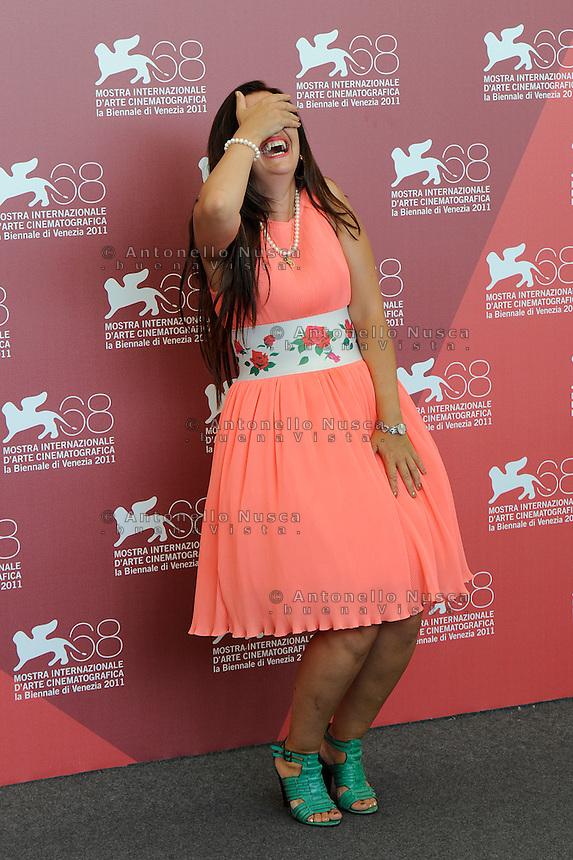 Rona Hartner posa durante il photocall del film 'Pollo alle prugne' al 68th Festival del cinema di Venezia