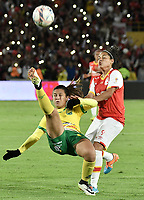 BOGOTÁ -COLOMBIA, 24-06-2017: Oriana Altuve (Der.) jugadora  de Santa Fe disputa el balón con Alexandra Canaguacan (Izq.) jugadora del Huila durante el partido de vuelta entre Independiente Santa Fe y Atletico Huila por la final de la Liga Femenina Aguila 2017 jugado en el estadio Nemesio Camacho El Campin de la ciudad de Bogotá. / Oriana Altuve (R) player of Santa Fe struggles for the ball with Alexandra Canaguacan (L) player of Huila during second leg match between Independiente Santa Fe and Atletico Huila for the final of Aguila Women League 2017 played at the Nemesio Camacho El Campin Stadium in Bogota city. Photo: VizzorImage/ Gabriel Aponte / Staff