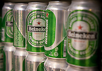 Cans of Heineken beer are seen in a supermarket in New York on Tuesday, August 20, 2013. The Dutch brewery posted a weak first half profit with a drop of 17 percent. Slow growth in developing countries and weak consumer interest in Europe and the United states were cited as reasons. (© Richard B. Levine)