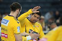 Mads Mensah Larsen (Löwen) klatscht ab - Tag des Handball, Rhein-Neckar Löwen vs. Hamburger SV, Commerzbank Arena