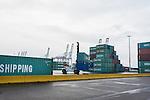 le 27 decembre 2012, Transbordement de conteneurs destiné au traffic routier au terminale France, Port 2000, du Havre (76)