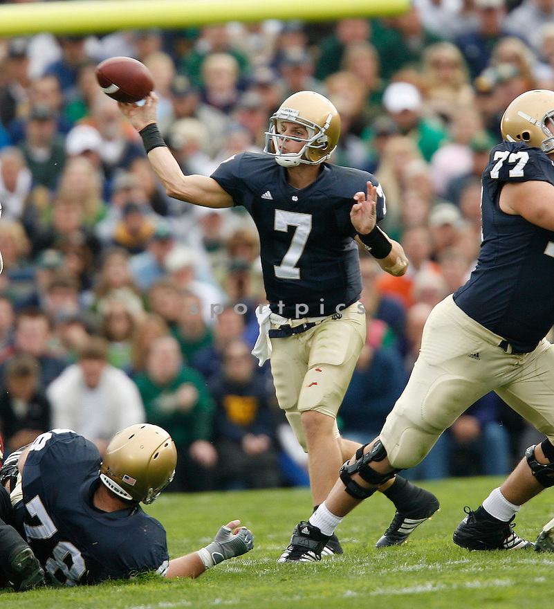 ©2007 DeHoog_TDP.All Rights Reserved.561.324.7562.Jimmy Clausen of Notre Dame University..10.13.2007.Boston College@Notre Dame..www.dehoogphotography.com.dehoogphoto@bellsouth.net