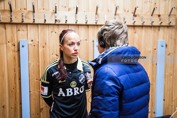 Solna 2014-04-13 Fotboll Damallsvenskan AIK - FC Roseng&aring;rd :  <br /> AIK:s Malin Levenstad intervjuas av journalist efter matchen<br /> (Foto: Kenta J&ouml;nsson) Nyckelord:  AIK Gnaget FC Roseng&aring;rd Malm&ouml; portr&auml;tt portrait