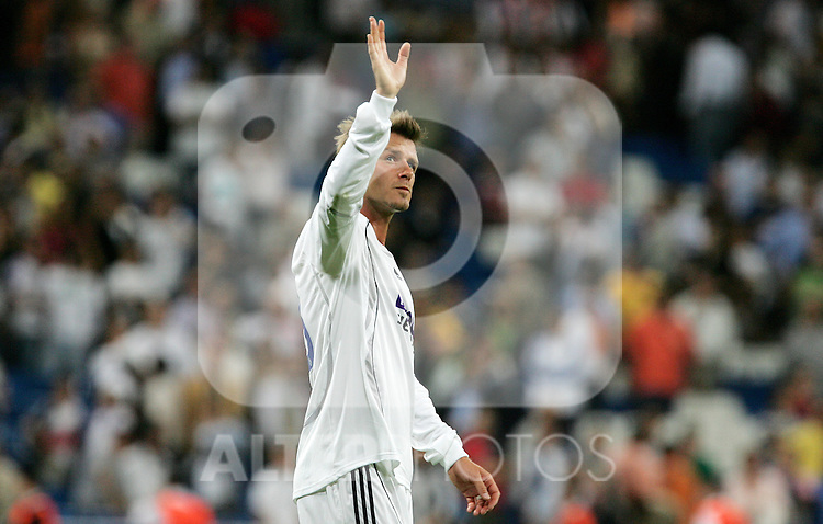 Real Madrid's David Beckham salutes after UEFA Champions League match between Real Madrid and Dynamo Kyiv at Santiago Bernabeu stadium in Madrid, Tuesday September 27 2006. (ALTERPHOTOS/Alvaro Hernandez).