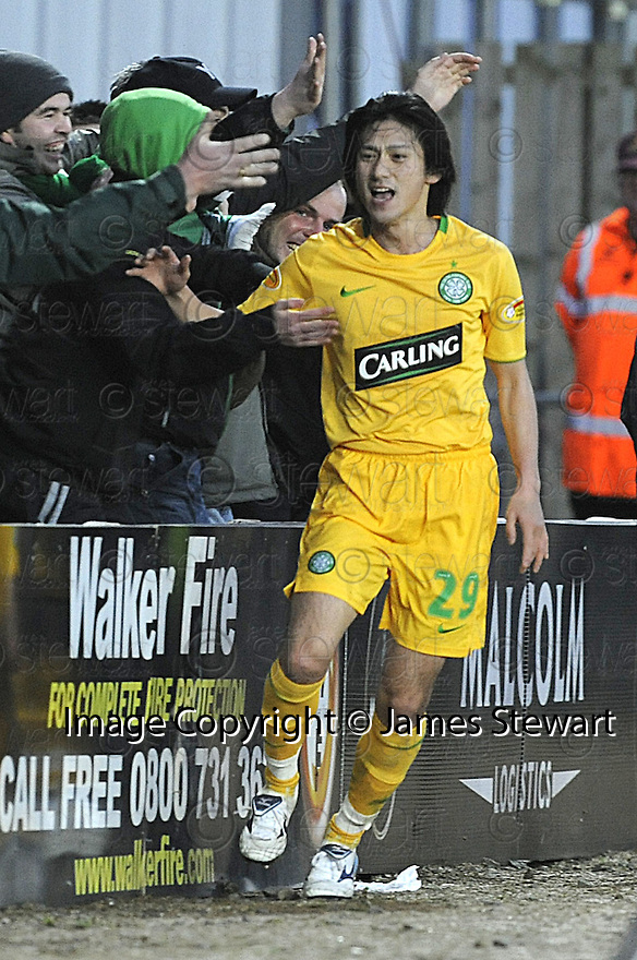 21/12/2008  Copyright Pic: James Stewart.File Name : sct_jspa03_falkirk_v_celtic.KOKI MIZUNO CELEBRATES AFTER HE SCORES CELTIC'S SECOND.James Stewart Photo Agency 19 Carronlea Drive, Falkirk. FK2 8DN      Vat Reg No. 607 6932 25.Studio      : +44 (0)1324 611191 .Mobile      : +44 (0)7721 416997.E-mail  :  jim@jspa.co.uk.If you require further information then contact Jim Stewart on any of the numbers above.........