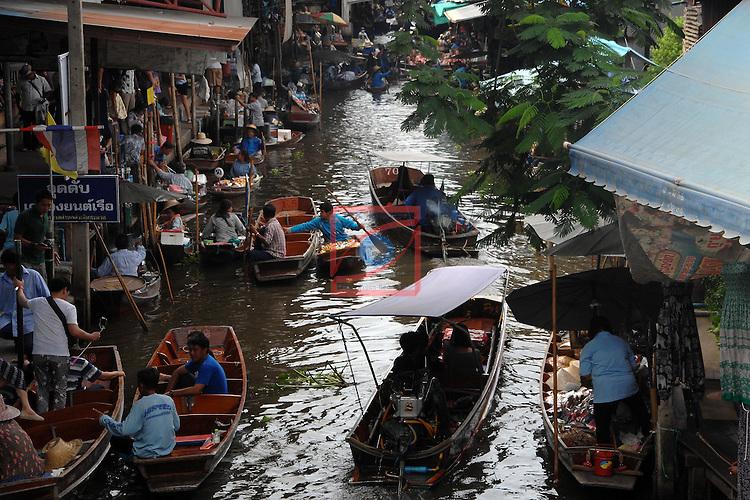 Thailand Tour.<br /> Lao Tukluck Floating Market-Damnoen Sadvak.