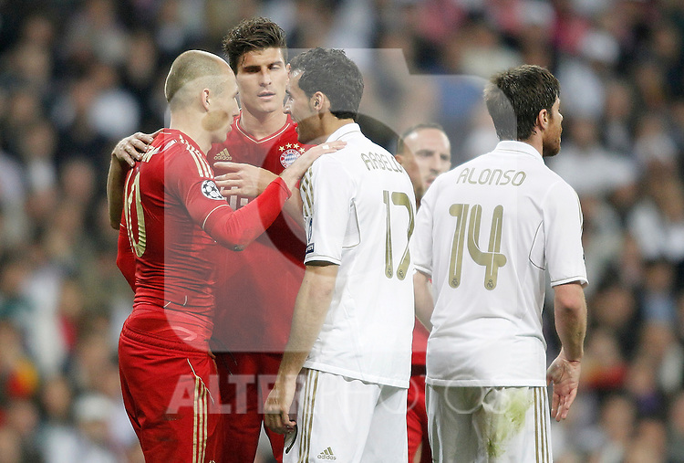 Real Madrid's Alvaro Arbeloa argues with Bayern Munich's Arjen Robben during UEFA Champions League match. April 25, 2012. (ALTERPHOTOS/Alvaro Hernandez)