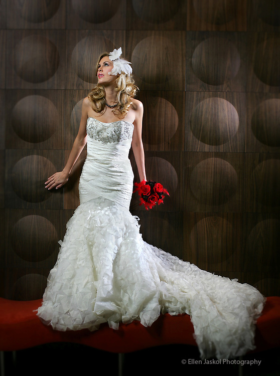 (I blurred the edges with photoshop)  Bridal fashion at the Corner Office in Denver on June 15, 2007. (ELLEN JASKOL/ROCKY MOUNTAIN NEWS).***