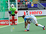 The Hague, Netherlands, June 15: Agustin Mazzilli #26 of Argentina tries to score during the field hockey bronze match (Men) between Argentina and England on June 15, 2014 during the World Cup 2014 at Kyocera Stadium in The Hague, Netherlands. Final score 2-0 (0-0)  (Photo by Dirk Markgraf / www.265-images.com) *** Local caption *** George Pinner #1 of England, Agustin Mazzilli #26 of Argentina