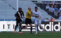 Pictured: (L-R) Hugo Rodallega, L. Mason (referee) Chico Flores.<br />