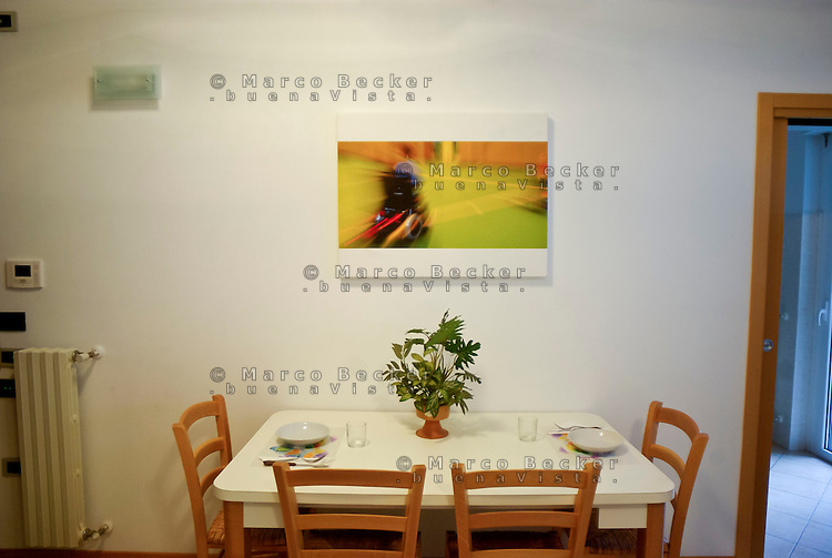 milano, nuovo quartiere rogoredo - santa giulia, periferia sud-est. una casa domotica. la sala da pranzo --- milan, new district rogoredo - santa giulia, south-east periphery. a domotics house. the dining room